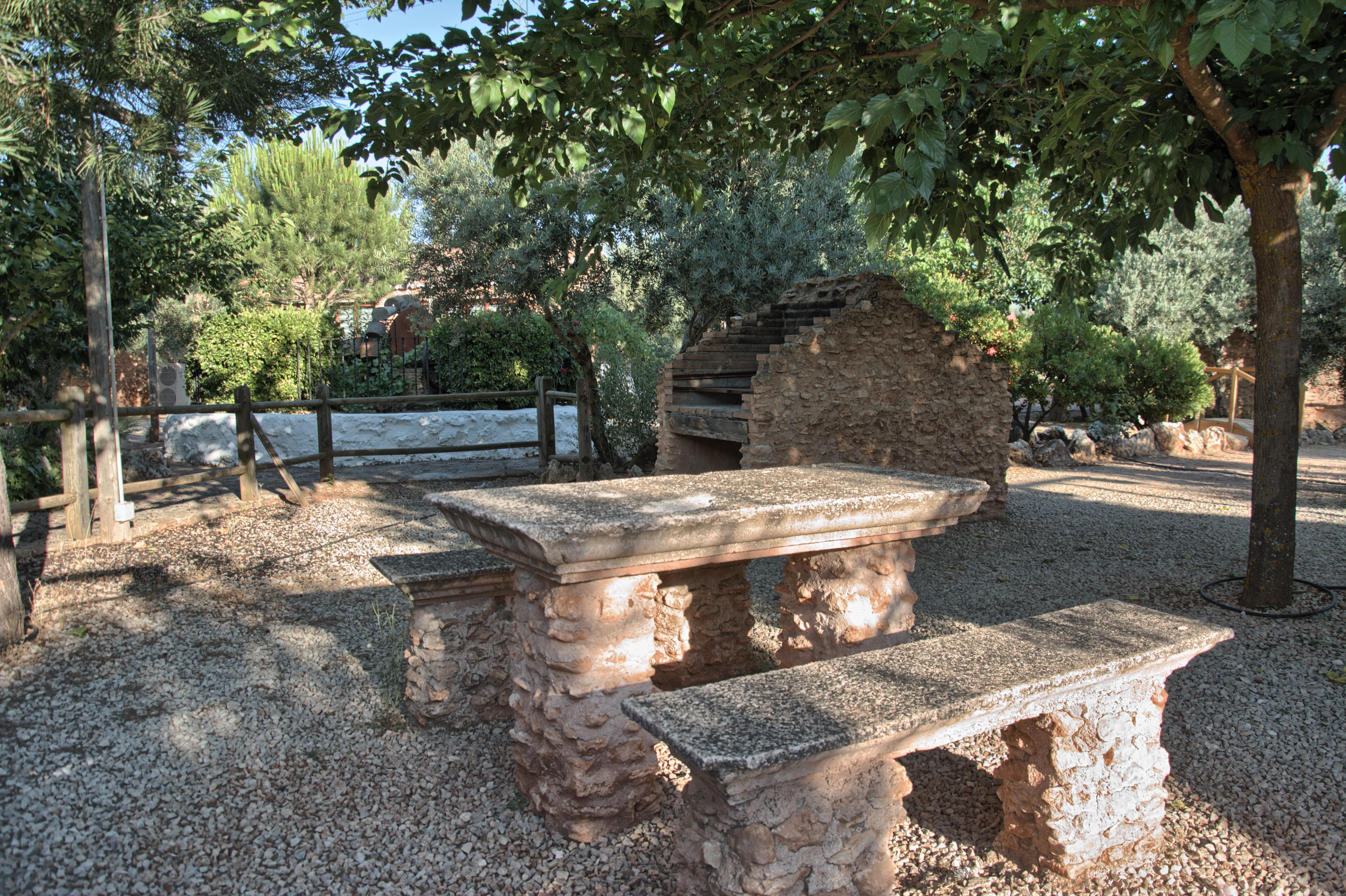 """Zona barbacoa. Complejo Turístico Rural """"El Romeral"""""""