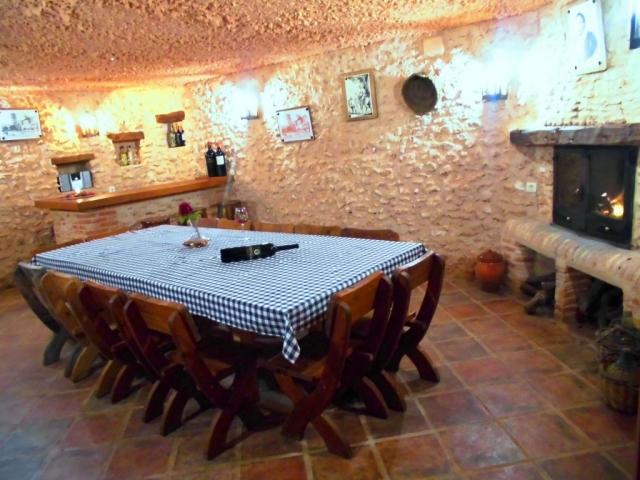 """Cueva para cenas y catas de vino, Complejo Turístico Rural""""El Romeral"""